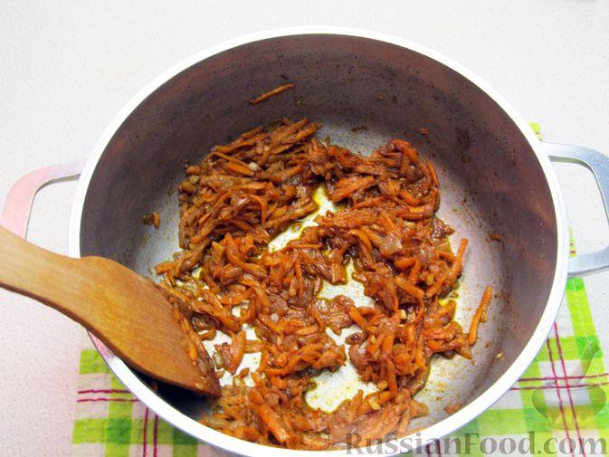 Фото приготовления рецепта: Суп с капустой, помидорами, рисом и ветчиной - шаг №8