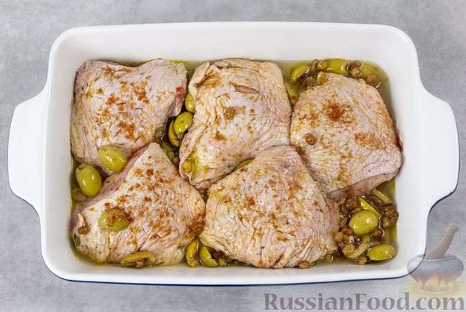 Фото приготовления рецепта: Закрытый слоёный пирог с курицей и луком-пореем - шаг №13