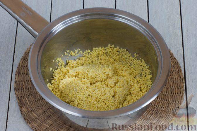 Фото приготовления рецепта: Пшённая каша на воде, с орехами и черносливом - шаг №2