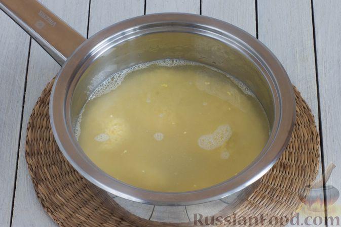 Фото приготовления рецепта: Пшённая каша на воде, с орехами и черносливом - шаг №3