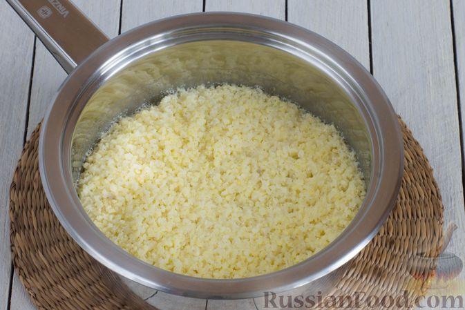 Фото приготовления рецепта: Пшённая каша на воде, с орехами и черносливом - шаг №4