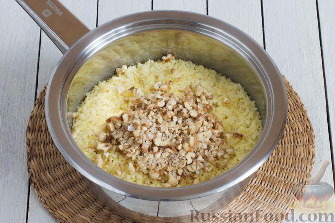 Фото приготовления рецепта: Пшённая каша на воде, с орехами и черносливом - шаг №6