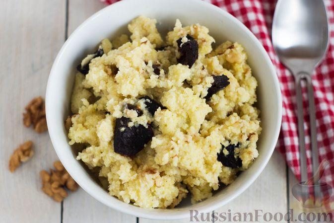 Фото приготовления рецепта: Пшённая каша на воде, с орехами и черносливом - шаг №9