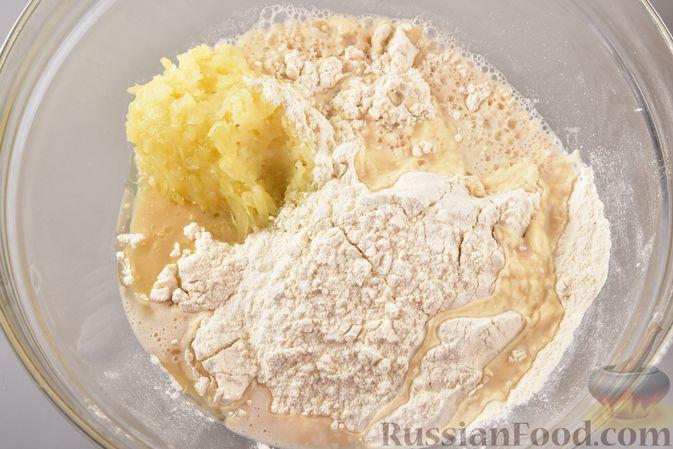 Фото приготовления рецепта: Постные дрожжевые булочки из картофельного теста - шаг №5