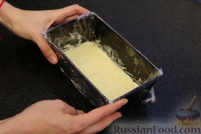 """Фото приготовления рецепта: Шоколадный кекс """"Чёрный лес"""" с вишней, ганашем из белого шоколада и глазурью - шаг №24"""