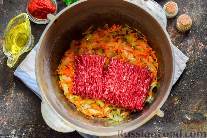 Фото приготовления рецепта: Суп с фаршем, капустой и рисом - шаг №6