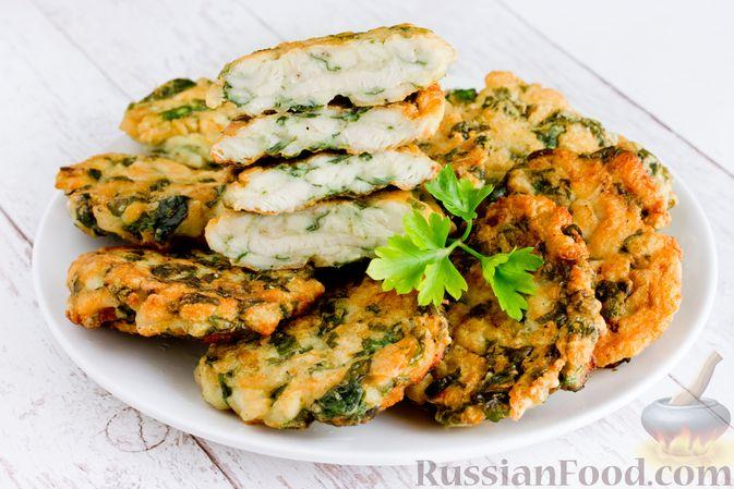 Фото к рецепту: Рубленые куриные котлеты со шпинатом и яичными белками