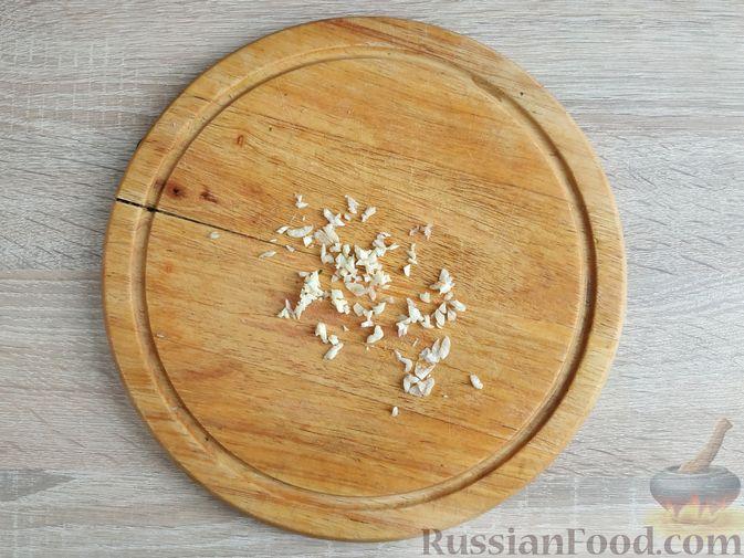 Фото приготовления рецепта: Рубленые куриные котлеты со шпинатом и яичными белками - шаг №4