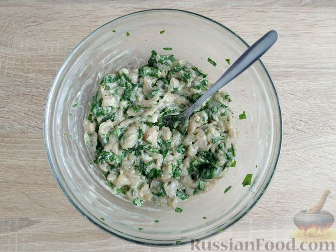 Фото приготовления рецепта: Рубленые куриные котлеты со шпинатом и яичными белками - шаг №7