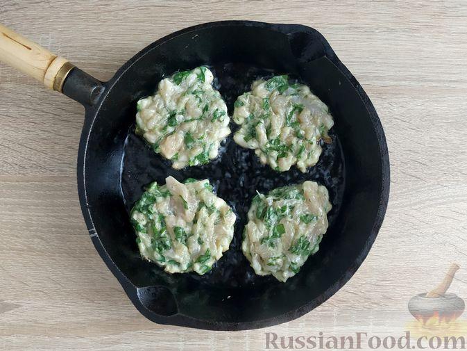 Фото приготовления рецепта: Рубленые куриные котлеты со шпинатом и яичными белками - шаг №8