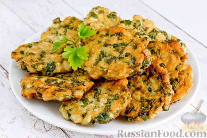 Фото приготовления рецепта: Рубленые куриные котлеты со шпинатом и яичными белками - шаг №11