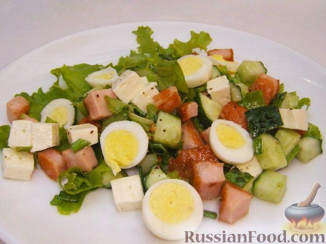 Рецепт Салат с жареной колбасой и перепелиными яйцами