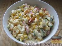 Фото к рецепту: Сырный салат с колбасой