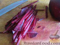"""Фото приготовления рецепта: Салат """"Козел в огороде"""" - шаг №5"""