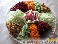 """Фото приготовления рецепта: Салат """"Козел в огороде"""" - шаг №8"""