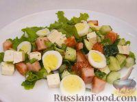 Фото к рецепту: Салат с жареной колбасой и перепелиными яйцами