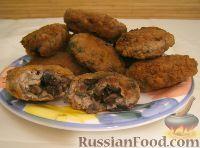 """Фото к рецепту: Котлеты """"Сюрприз"""", фаршированные грибами"""