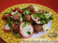 Фото к рецепту: Овощной салат с мясными шариками