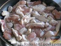 """Фото приготовления рецепта: """"Бефстроганов"""" из куриной грудки - шаг №7"""