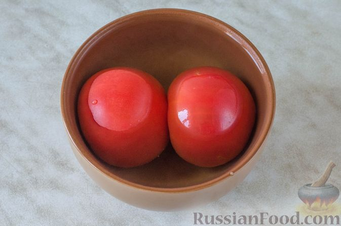Фото приготовления рецепта: Щи с копченой колбасой и сосисками - шаг №12