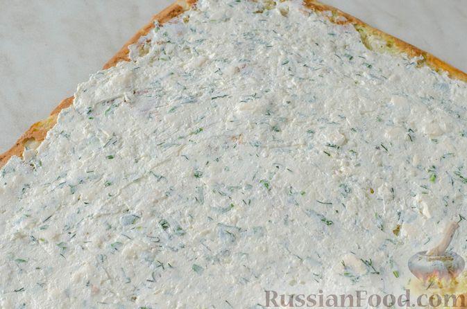 Фото приготовления рецепта: Рулет из кабачков с творожно-сырной начинкой и сладким перцем - шаг №18