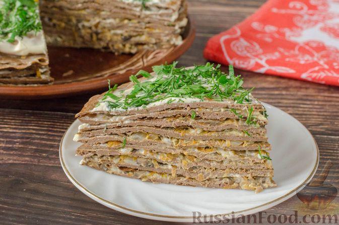 Фото к рецепту: Печёночный торт с яблоком и грибной начинкой