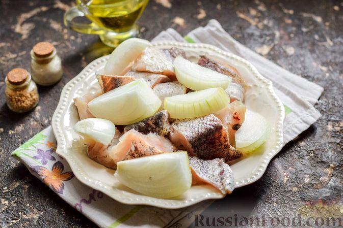 Фото приготовления рецепта: Рыбные котлеты со шпинатом и зелёным горошком - шаг №2