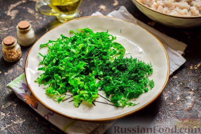 Фото приготовления рецепта: Рыбные котлеты со шпинатом и зелёным горошком - шаг №6