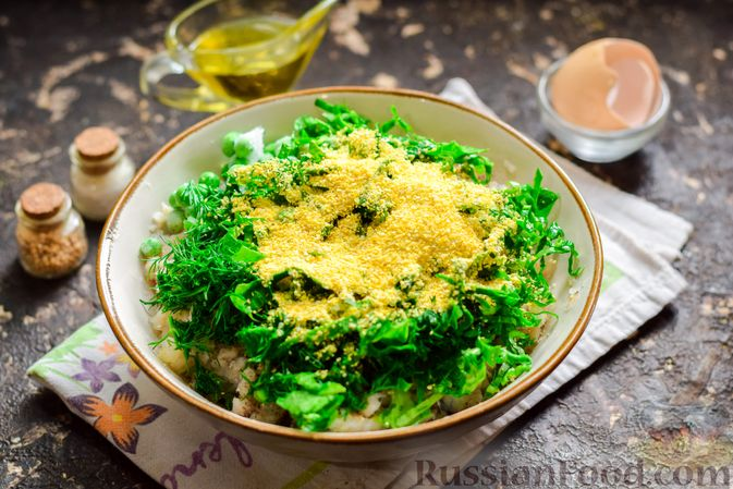 Фото приготовления рецепта: Рыбные котлеты со шпинатом и зелёным горошком - шаг №8