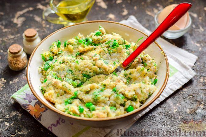 Фото приготовления рецепта: Рыбные котлеты со шпинатом и зелёным горошком - шаг №9