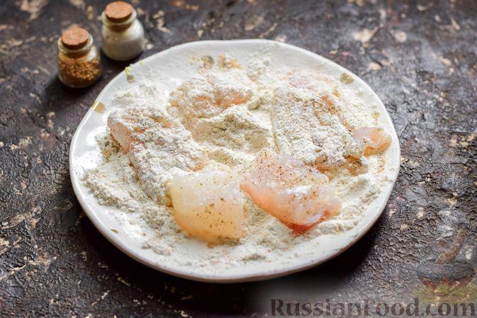 Фото приготовления рецепта: Рыба, запечённая с грибами, луком и кукурузой - шаг №5