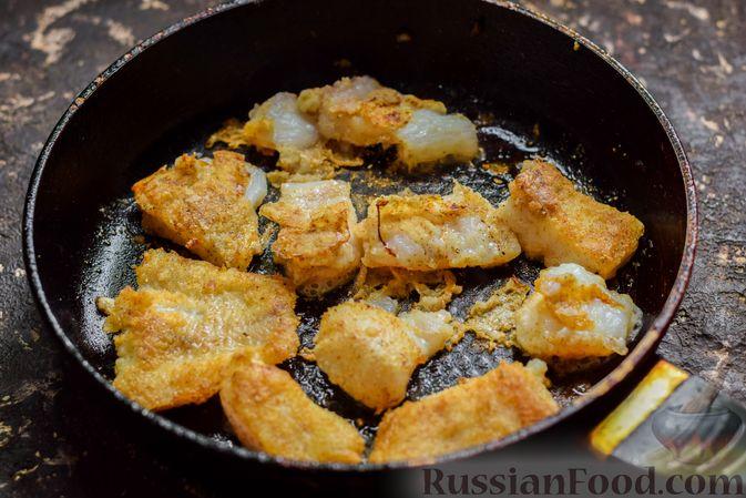 Фото приготовления рецепта: Рыба, запечённая с грибами, луком и кукурузой - шаг №6