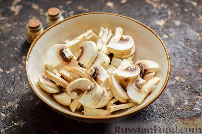 Фото приготовления рецепта: Рыба, запечённая с грибами, луком и кукурузой - шаг №10