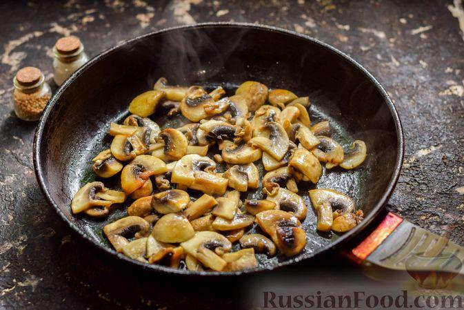 Фото приготовления рецепта: Рыба, запечённая с грибами, луком и кукурузой - шаг №11
