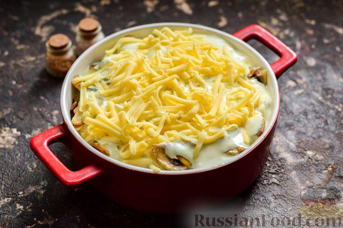Фото приготовления рецепта: Рыба, запечённая с грибами, луком и кукурузой - шаг №15