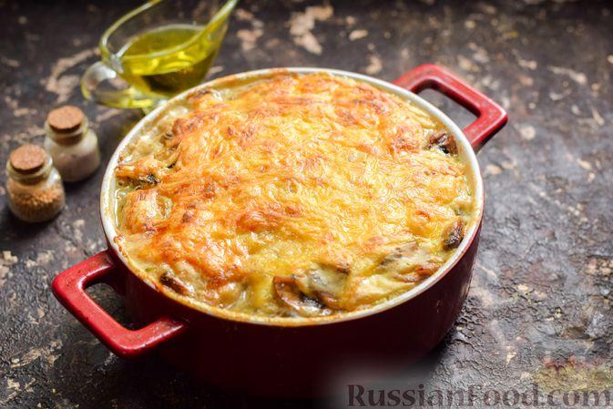 Фото приготовления рецепта: Картофельная запеканка с мясным фаршем, грибами и сыром - шаг №7