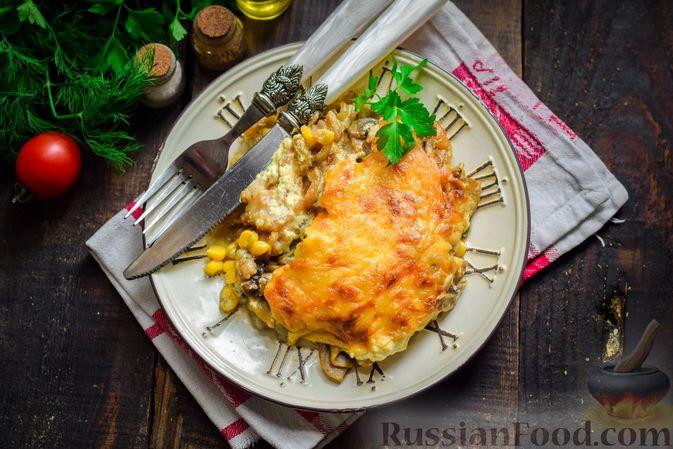 Фото приготовления рецепта: Рыба, запечённая с грибами, луком и кукурузой - шаг №17