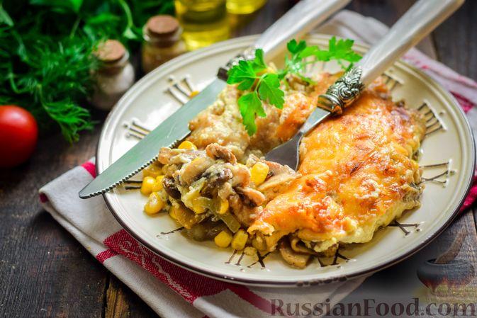 Фото приготовления рецепта: Рыба, запечённая с грибами, луком и кукурузой - шаг №18