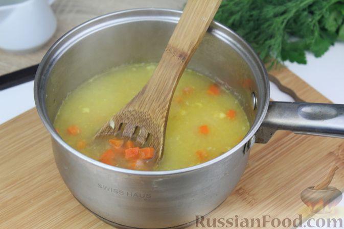 Фото приготовления рецепта: Фасолевый суп с курицей и черносливом - шаг №11