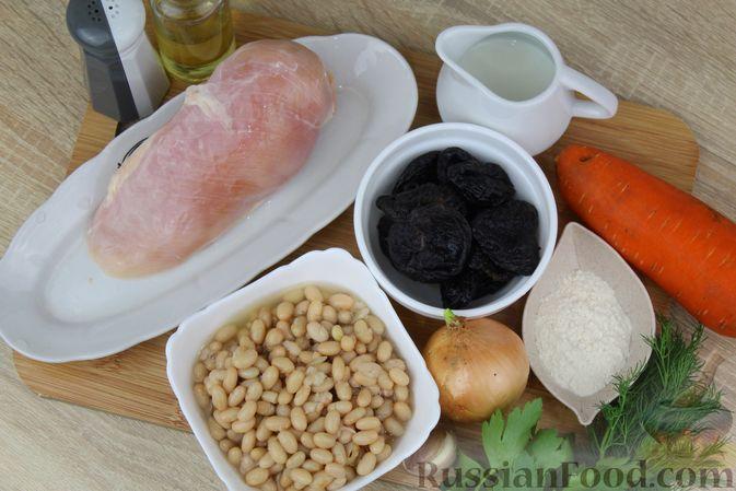 Фото приготовления рецепта: Фасолевый суп с курицей и черносливом - шаг №1