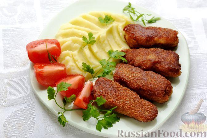 Фото приготовления рецепта: Рыбные палочки в панировочных сухарях и льезоне с соевым соусом - шаг №9