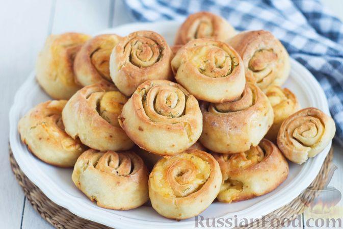 Фото к рецепту: Творожные булочки с чесноком и сыром