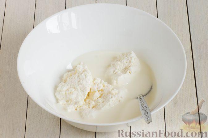 Фото приготовления рецепта: Творожные булочки с чесноком и сыром - шаг №2