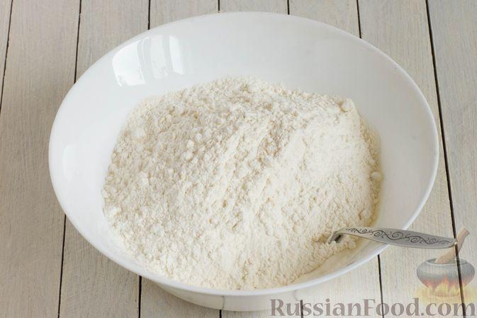 Фото приготовления рецепта: Творожные булочки с чесноком и сыром - шаг №4