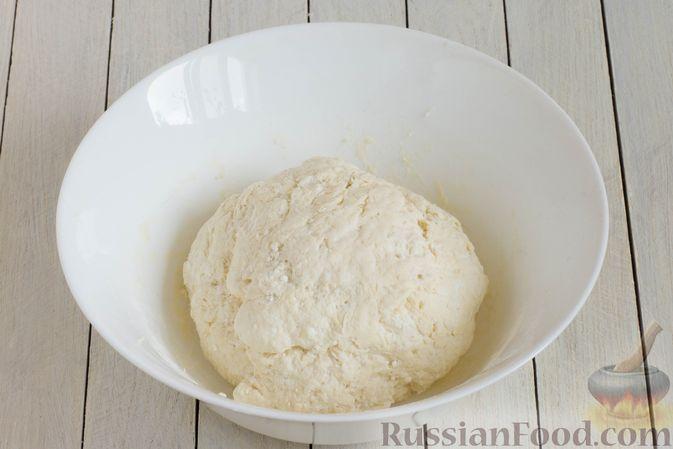 Фото приготовления рецепта: Творожные булочки с чесноком и сыром - шаг №5