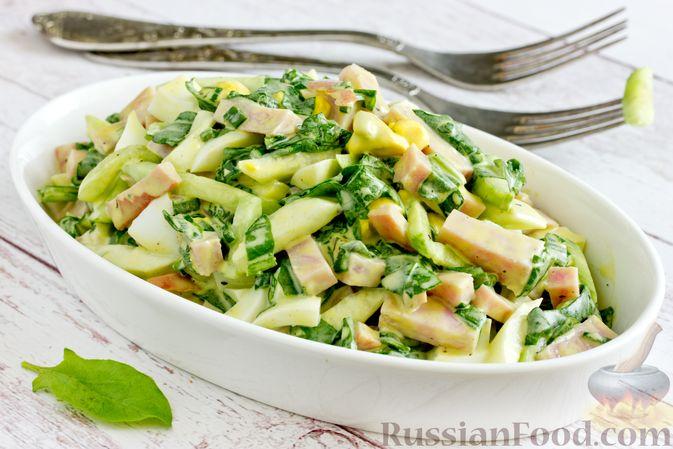 Фото к рецепту: Салат из шпината с ветчиной, огурцами и яйцами