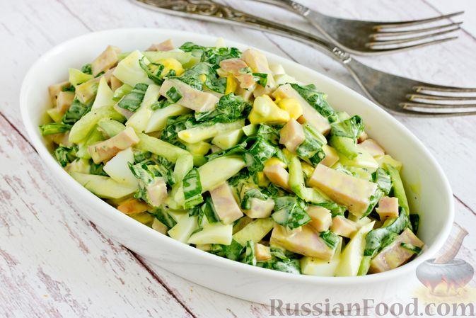 Фото приготовления рецепта: Салат из шпината с ветчиной, огурцами и яйцами - шаг №11
