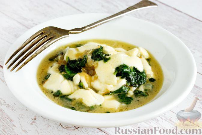 Фото к рецепту: Жареный шпинат с сулугуни