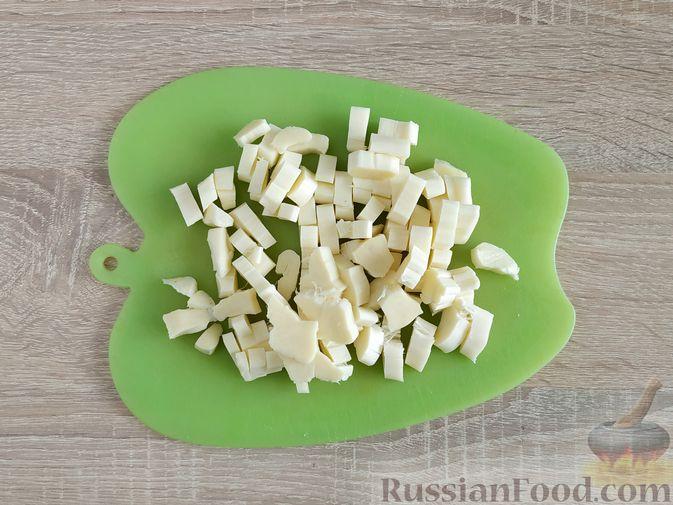 Фото приготовления рецепта: Жареный шпинат с сулугуни - шаг №10