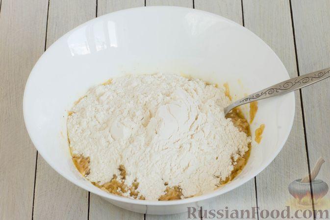 Фото приготовления рецепта: Постный яблочный пирог-перевёртыш - шаг №4